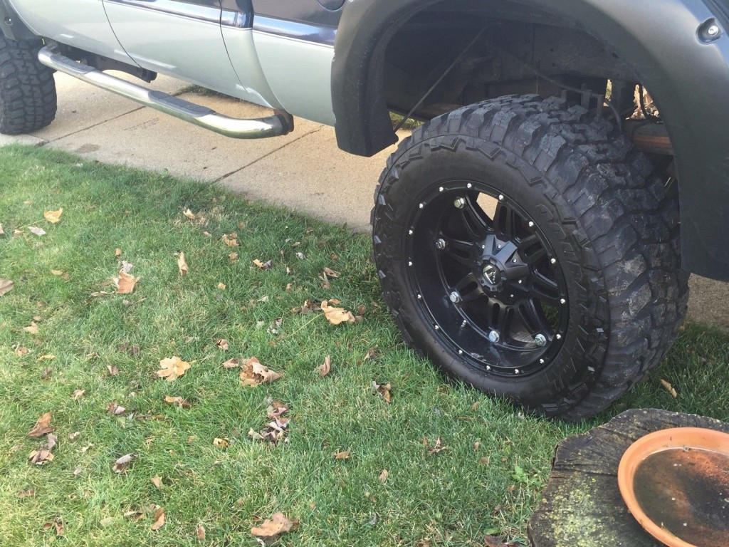 """2005 Ford F 350 35"""" Muddders 5′ lift"""
