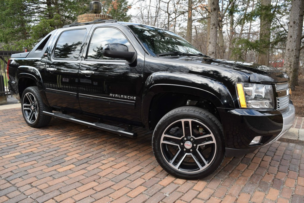2012 Chevrolet Avalanche Z71 Off Road LT Edition Lift