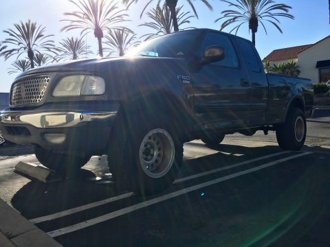 Great 2002 Ford F-150 Lariat Extended Cab Pickup Truck for sale