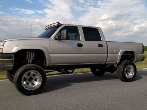 Clean non smoker 2005 Chevrolet Silverado 2500 lifted for sale