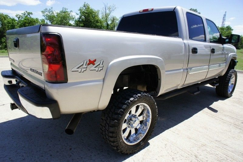 Well equipped 2004 Chevrolet Silverado 2500 Crew Cab lifted truck
