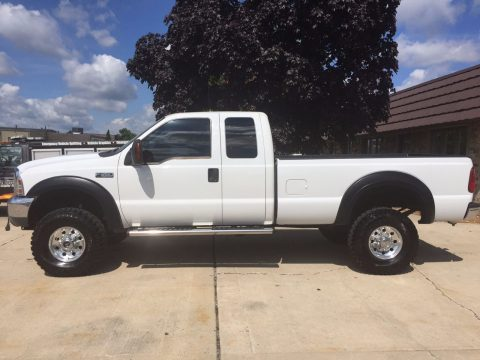 Garage kept 2004 Ford F 350 XLT lifted for sale