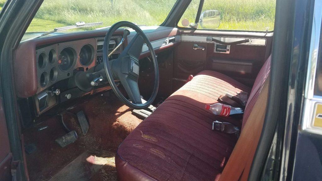 All works 1986 Chevrolet Silverado 1500 lifted