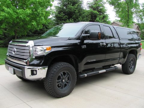 Awesome loaded 2014 Toyota Tundra Limited / Leather lifted for sale