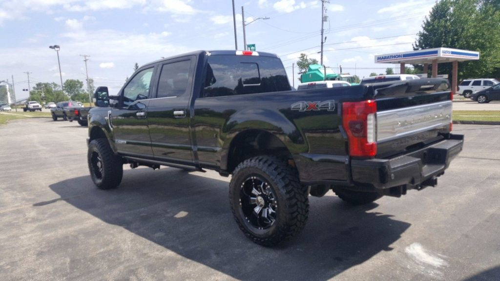 Excellent shape 2017 Ford F 250 PLATINUM lifted