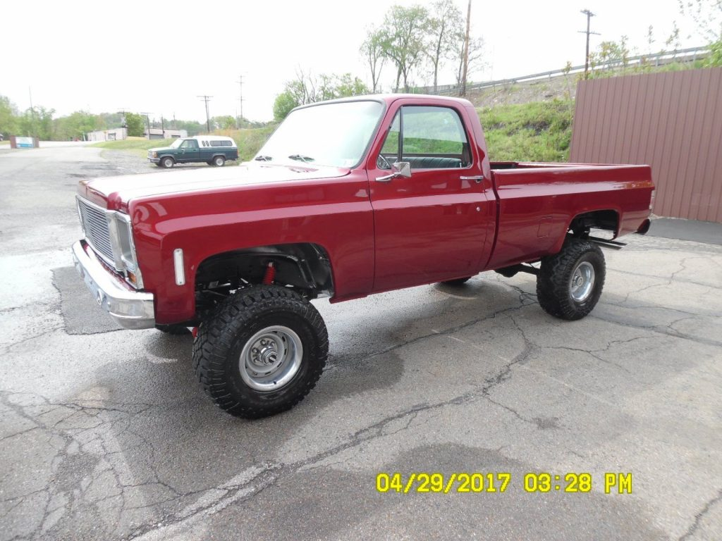 New engine 1974 Chevrolet C10 C / K lifted