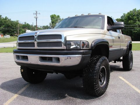 Non smoker 2002 Dodge Ram 2500 SLT Laramie Quad Shortbed lifted for sale