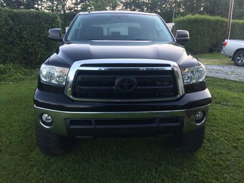 Extended Crew Cab 2011 Toyota Tundra SR5 lifted for sale