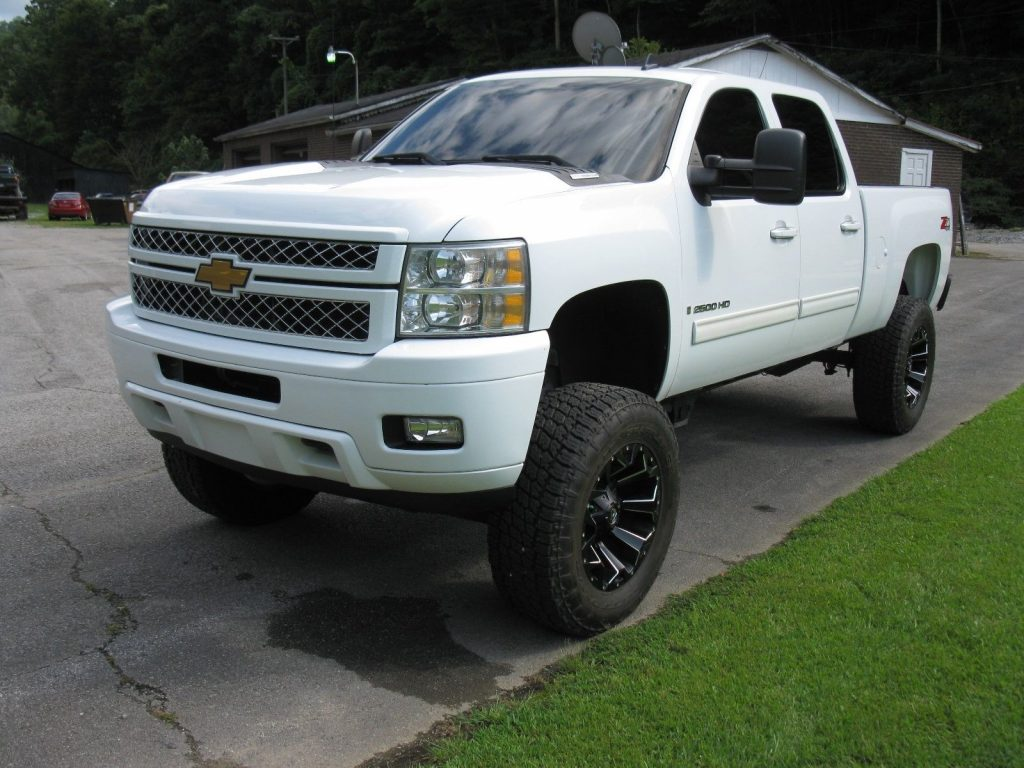 loaded 2009 chevrolet silverado 2500 ltz crew cab lifted for sale. Black Bedroom Furniture Sets. Home Design Ideas