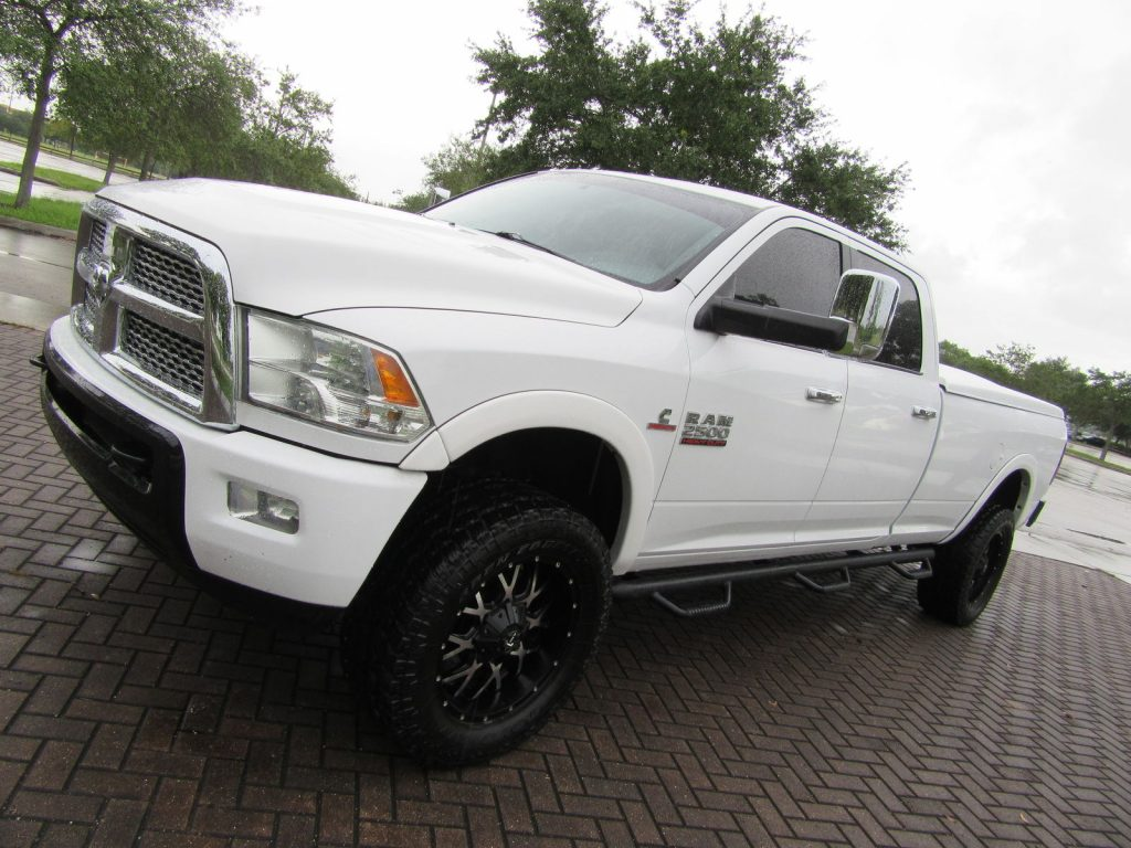 nicely loaded 2010 dodge ram 2500 laramie lifted for sale. Black Bedroom Furniture Sets. Home Design Ideas