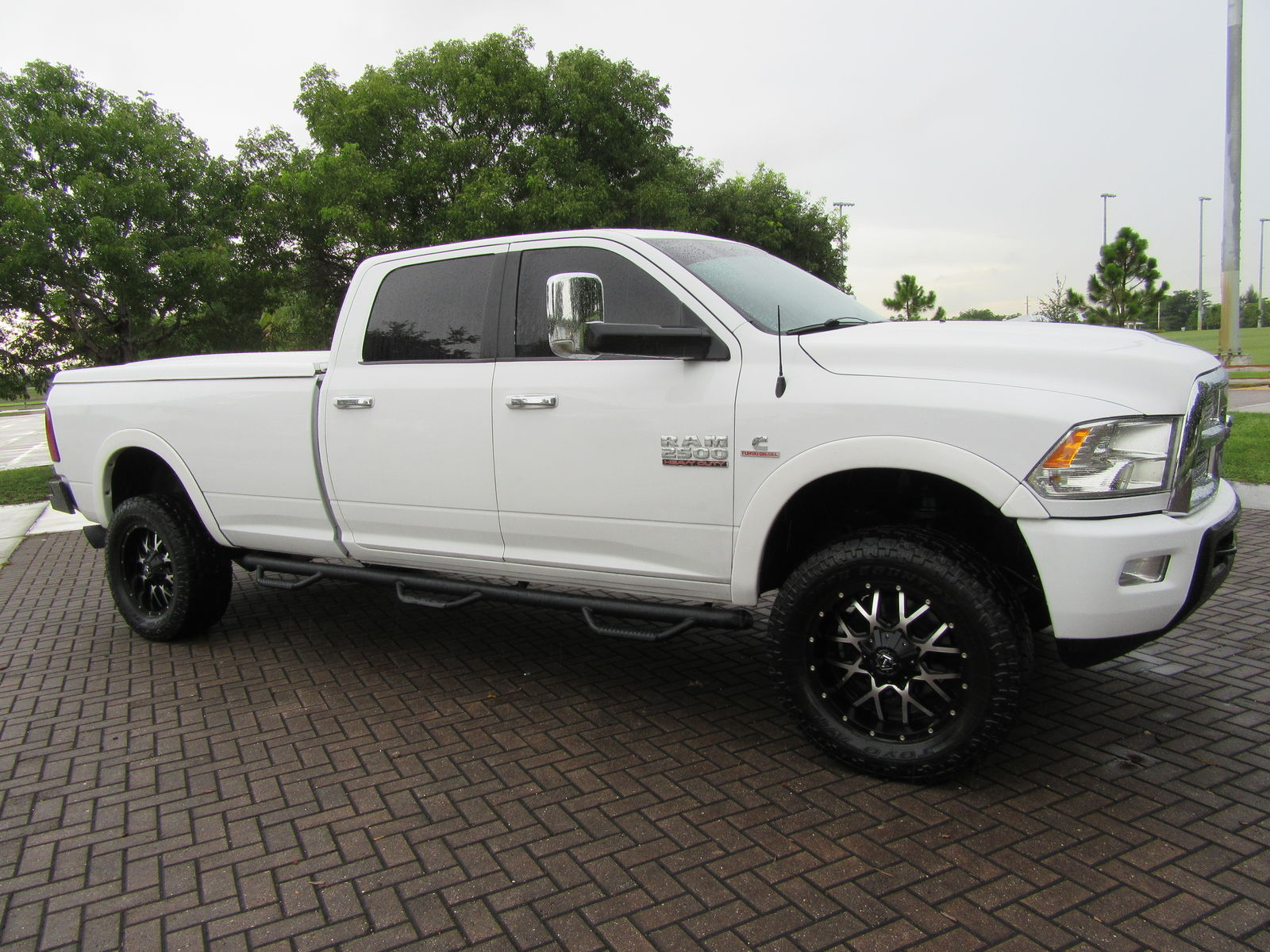 nicely loaded 2010 Dodge Ram 2500 Laramie lifted
