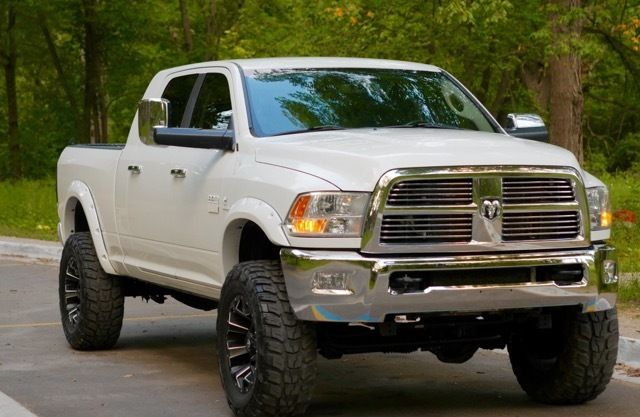 well serviced 2010 Dodge Ram 2500 lariat lifted for sale