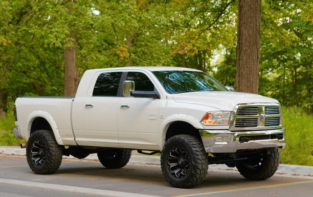 well serviced 2010 Dodge Ram 2500 lariat lifted