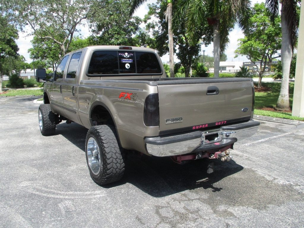 very clean 2006 Ford F 350 lifted