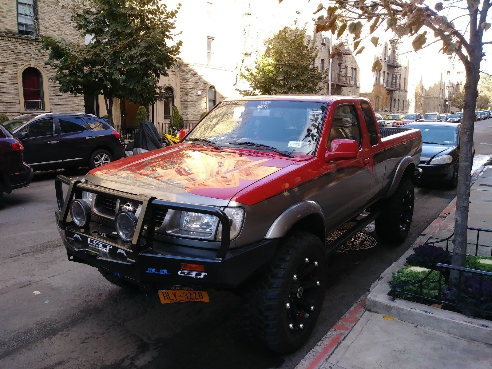 King cab 1999 Nissan Frontier lifted for sale