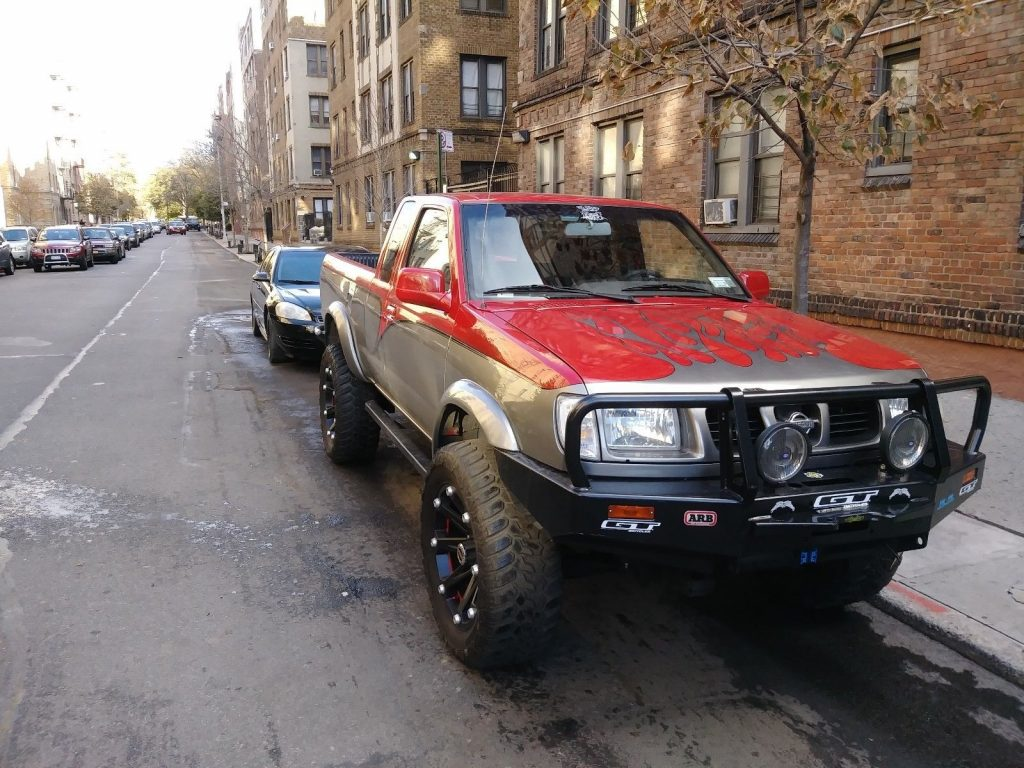 King cab 1999 Nissan Frontier lifted