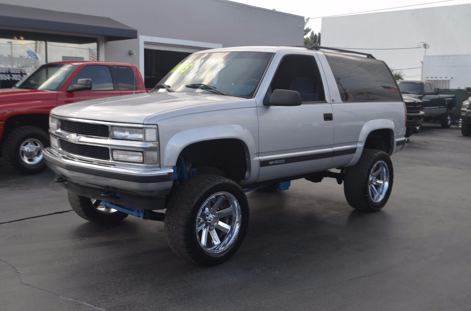 clean 1995 chevrolet tahoe 2 door ls lifted for sale. Black Bedroom Furniture Sets. Home Design Ideas