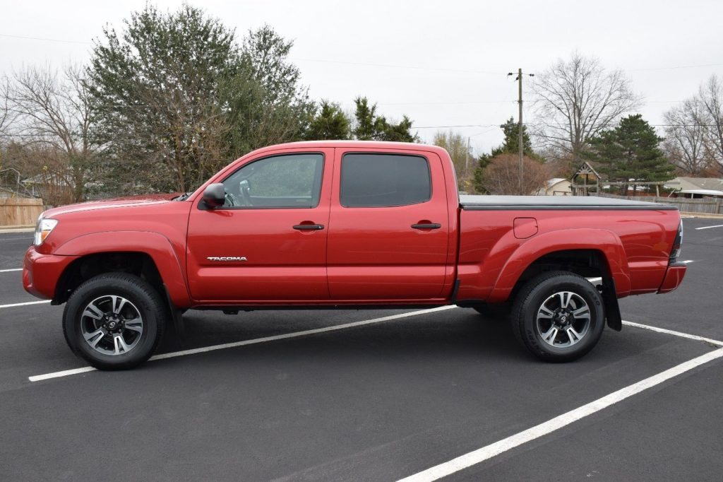 low miles 2013 toyota tacoma sr5 factory options lifted. Black Bedroom Furniture Sets. Home Design Ideas