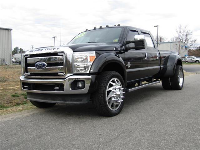well optioned 2011 Ford F 450 Lariat lifted