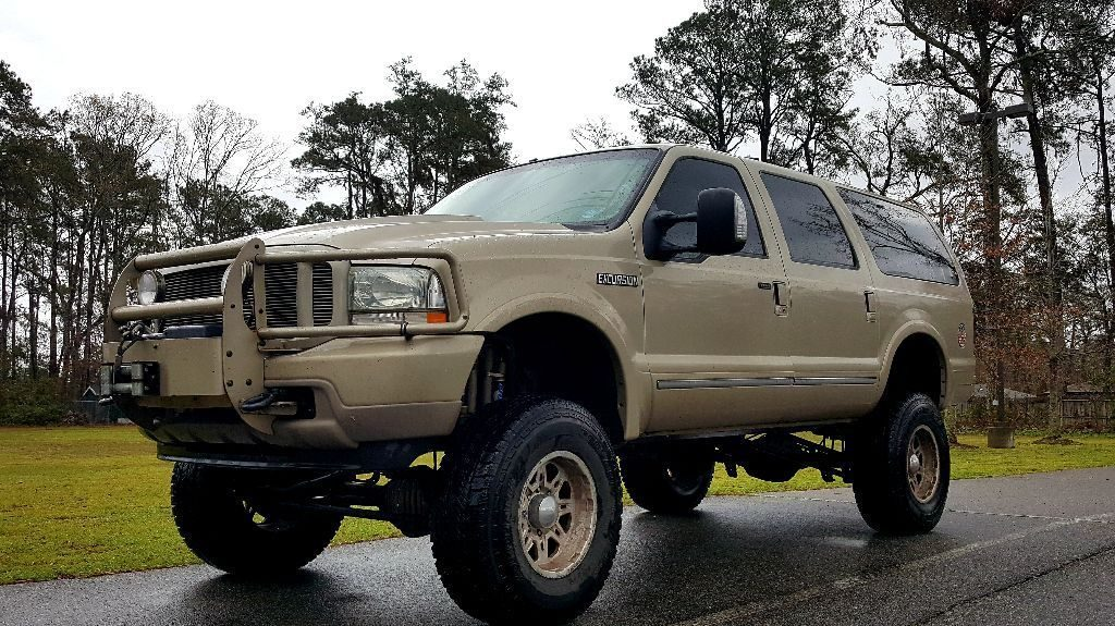 garage kept 2004 Ford Excursion lifted