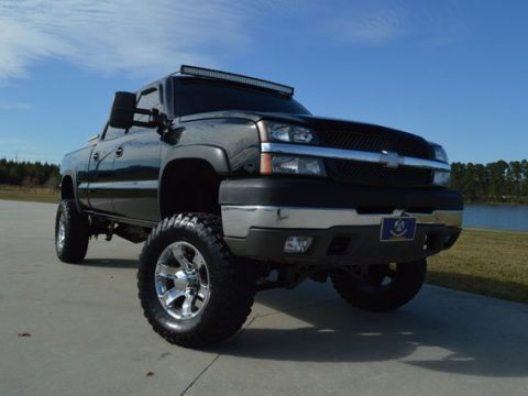 good shape 2004 Chevrolet Silverado 2500 lifted for sale
