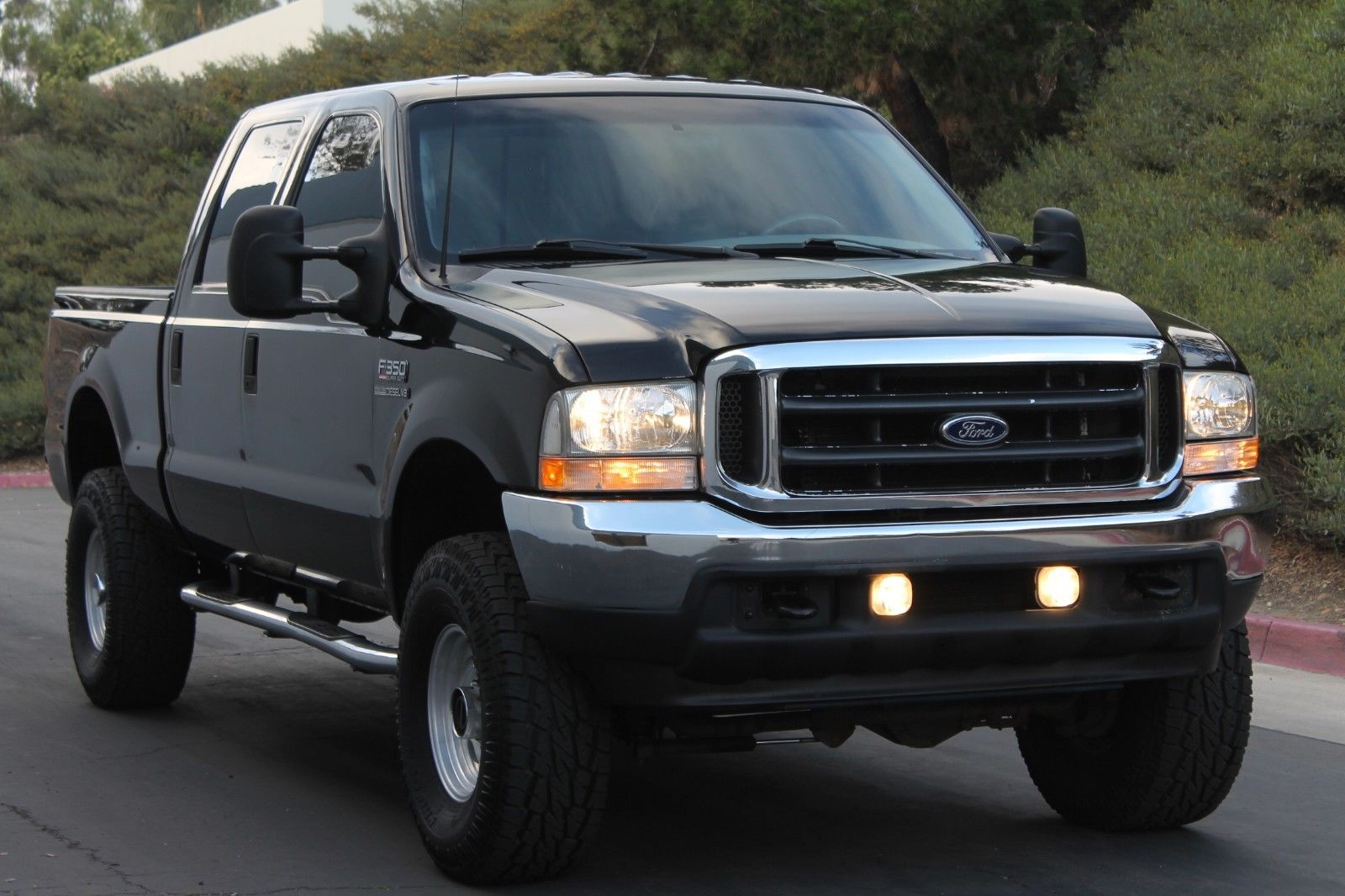 short bed 2002 Ford F 350 Lariat CREW CAB lifted