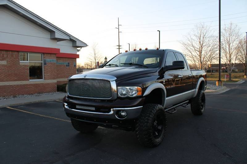 very clean 2005 Dodge Pickups SLT 4dr Quad Cab 4WD lifted for sale