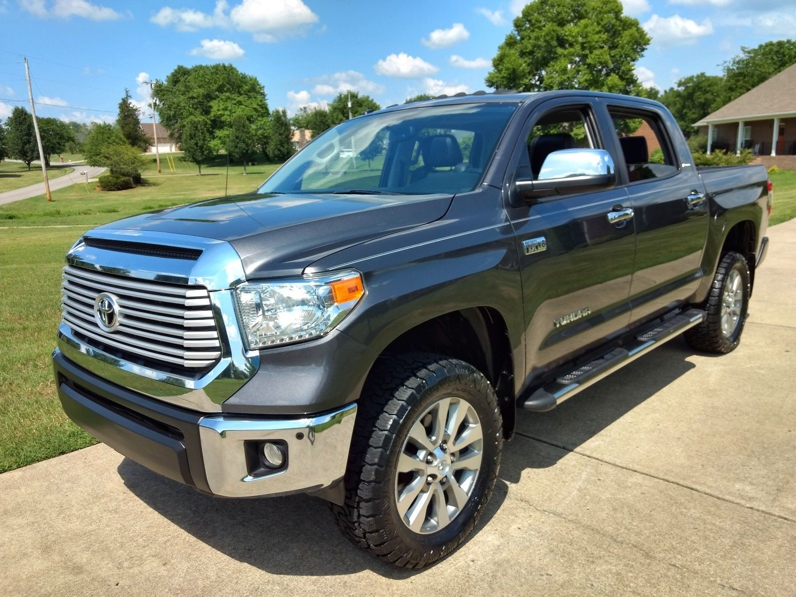 loaded 2015 Toyota Tundra Crew Max 4×4 lifted for sale
