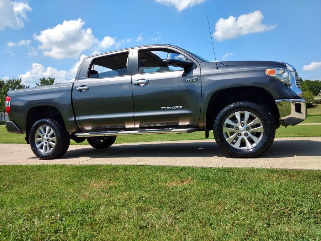 loaded 2015 Toyota Tundra Crew Max 4×4 lifted