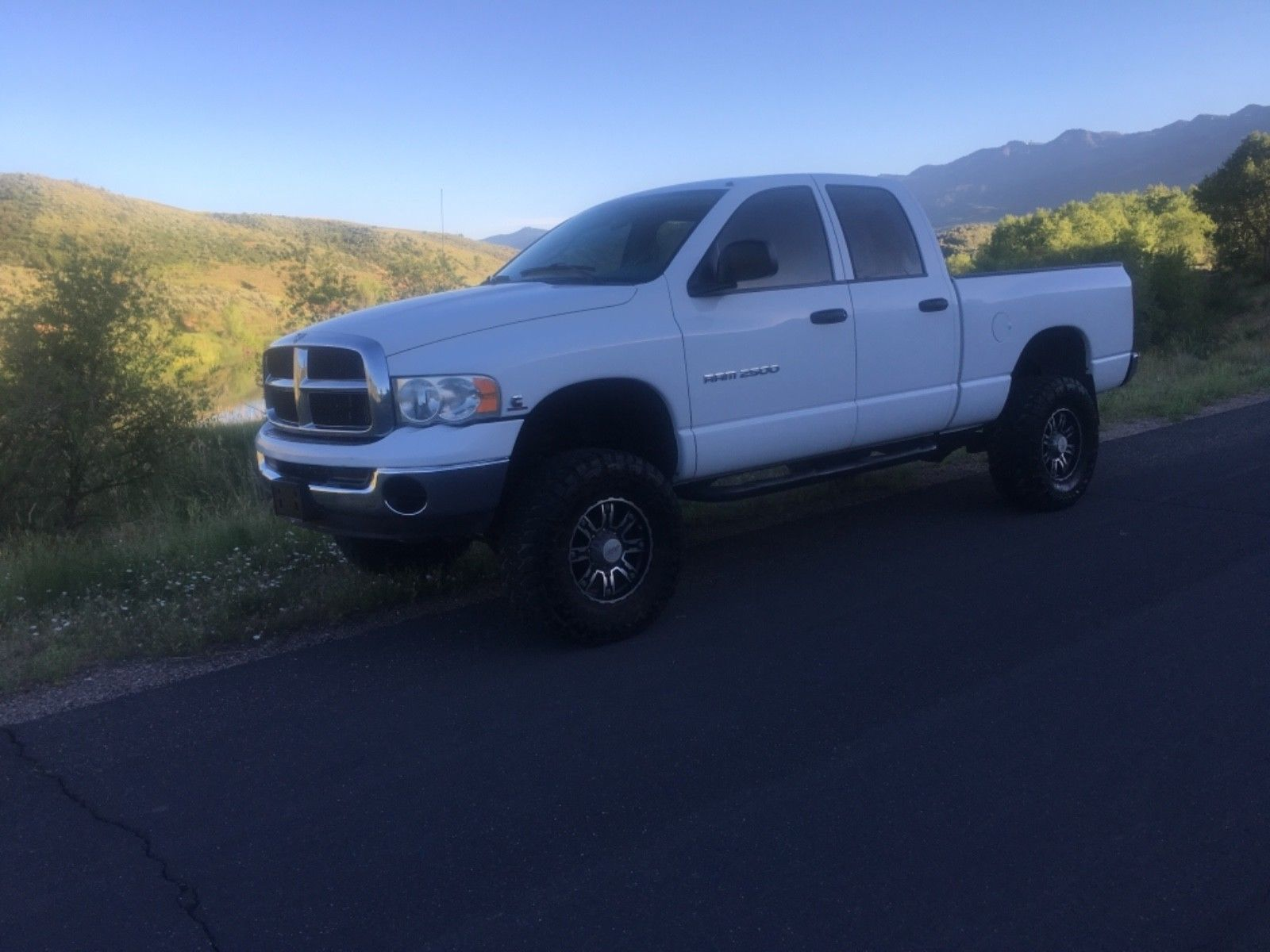 very clean 2004 Dodge Ram 2500 SLT lifted