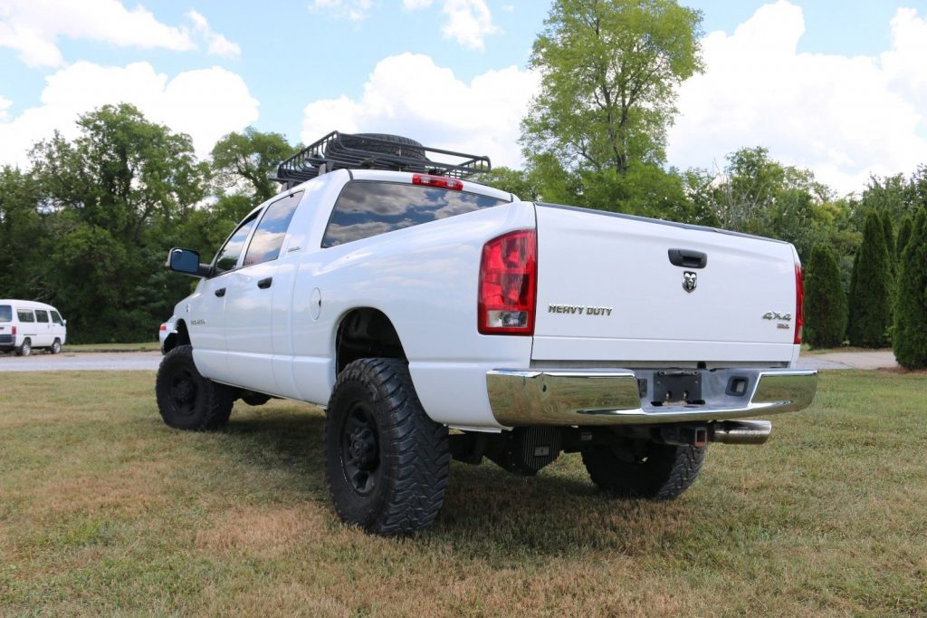 low miles 2006 Dodge Ram 2500 SLT lifted
