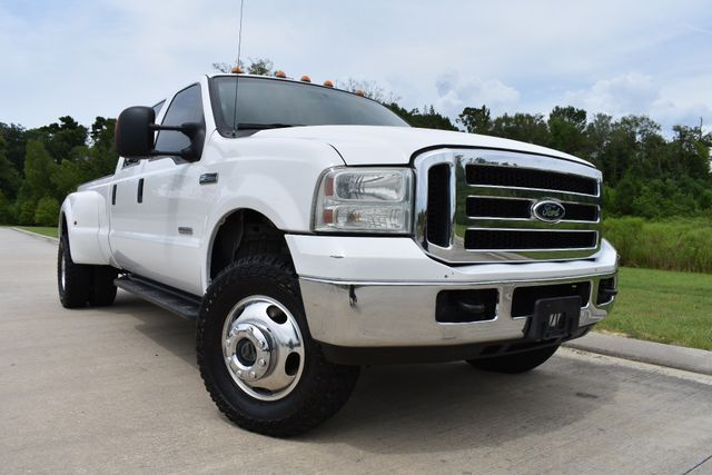 some imperfections  2005 Ford F 350 XLT lifted