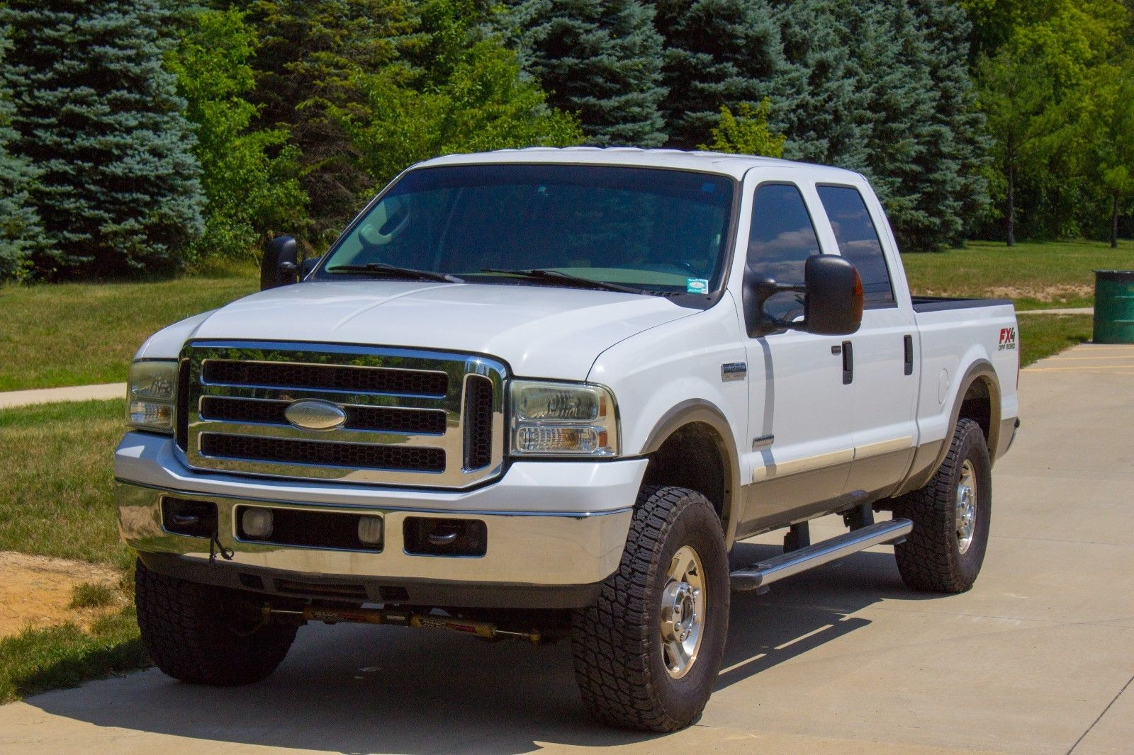 upgraded 2005 Ford F 250 4WD Lariat lifted