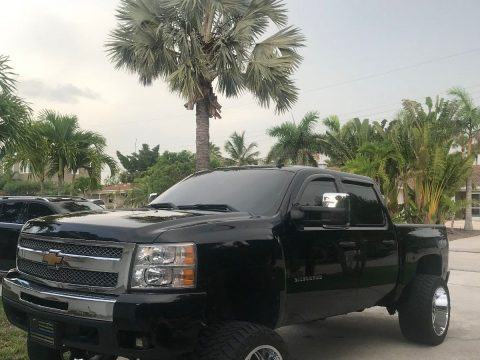 well modified 2011 Chevrolet Silverado 1500 LT lifted for sale