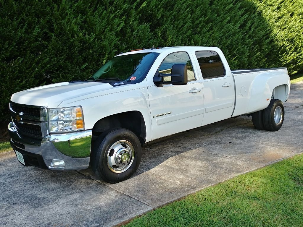clean 2007 Chevrolet Silverado 3500 HD lifted