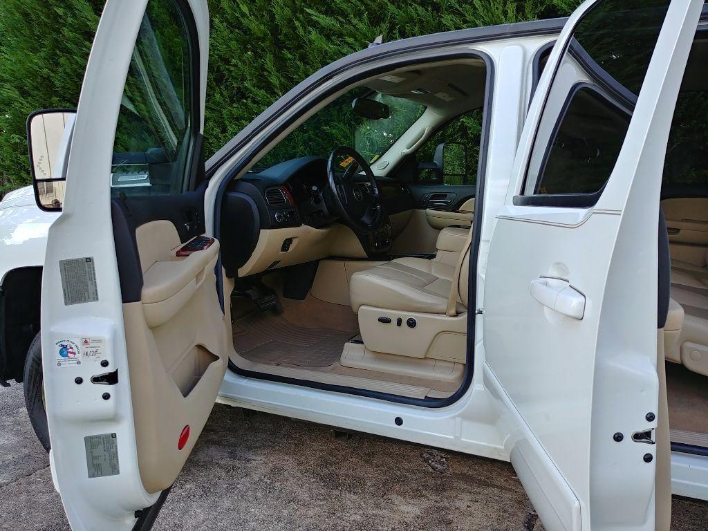 clean 2007 Chevrolet Silverado 3500 HD lifted