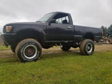 needs repair 1990 Toyota Pickup lifted for sale