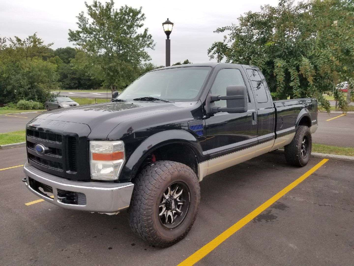 solid 2008 Ford F 350 XLT lifted for sale