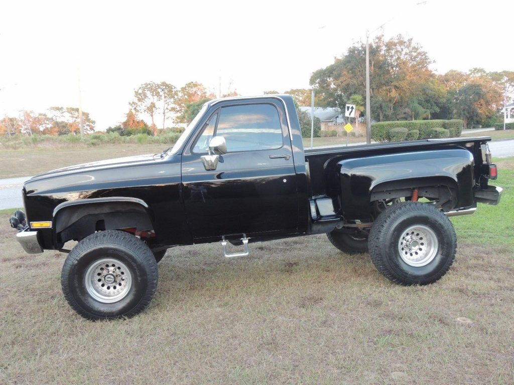 clean 1987 Chevrolet Pickups Scottsdale lifted