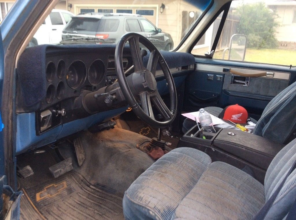 needs new paint 1987 Chevrolet Silverado 3500 lifted