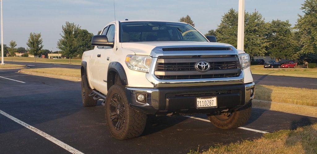low mileage 2015 Toyota Tundra SR5 lifted