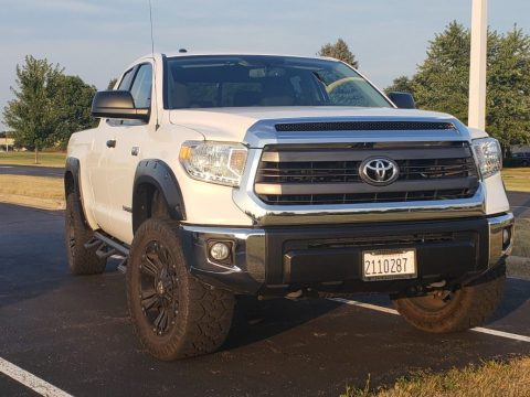 low mileage 2015 Toyota Tundra SR5 lifted for sale