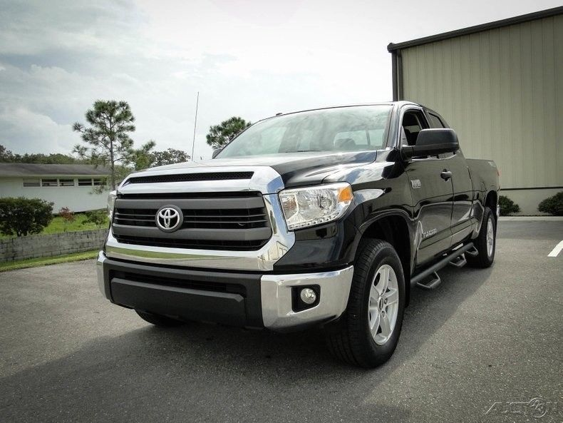 super clean 2015 Toyota Tundra lifted