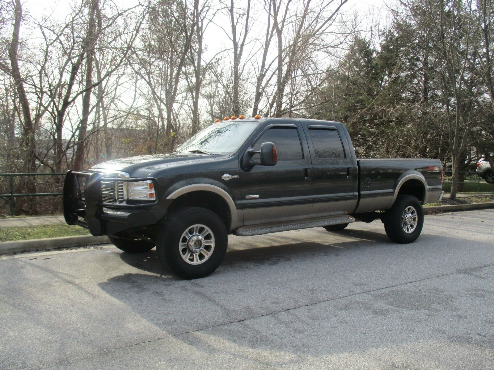 great running 2005 Ford F 350 KING RANCH pickup lifted