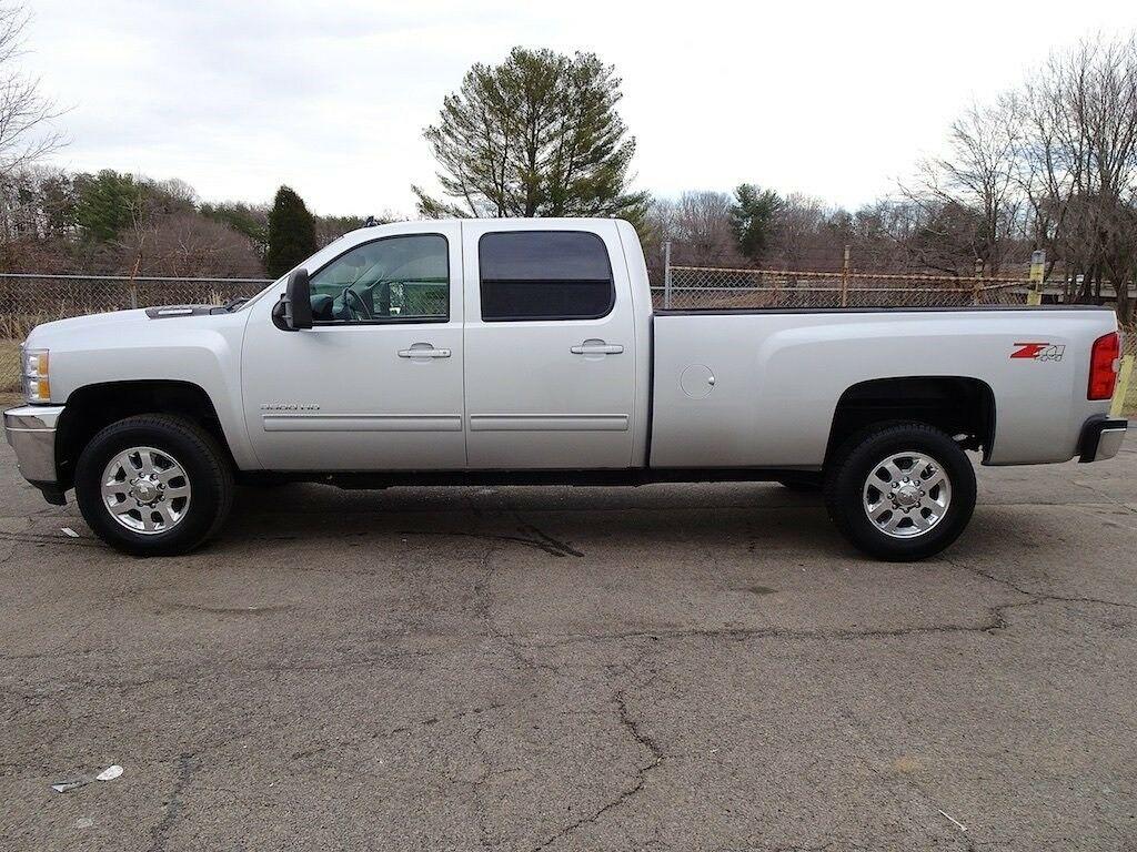 clean 2012 Chevrolet Silverado 3500 LTZ pickup lifted