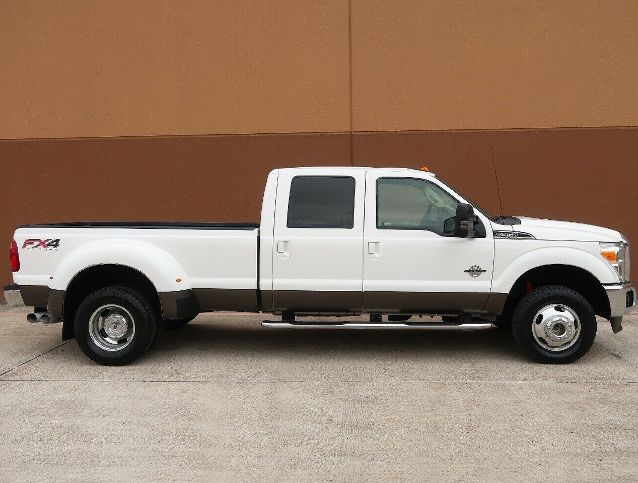 great shape 2012 Ford F 350 Lariat lifted