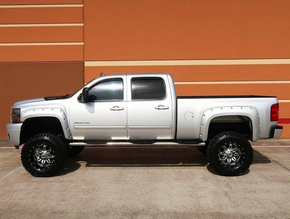 loaded 2012 Chevrolet Silverado 2500 LT lifted