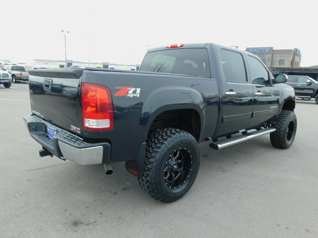 very clean 2012 GMC Sierra 1500 SLE Z71 lifted
