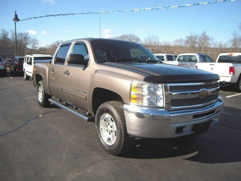 great shape 2013 Chevrolet Silverado 1500 LT pickup lifted