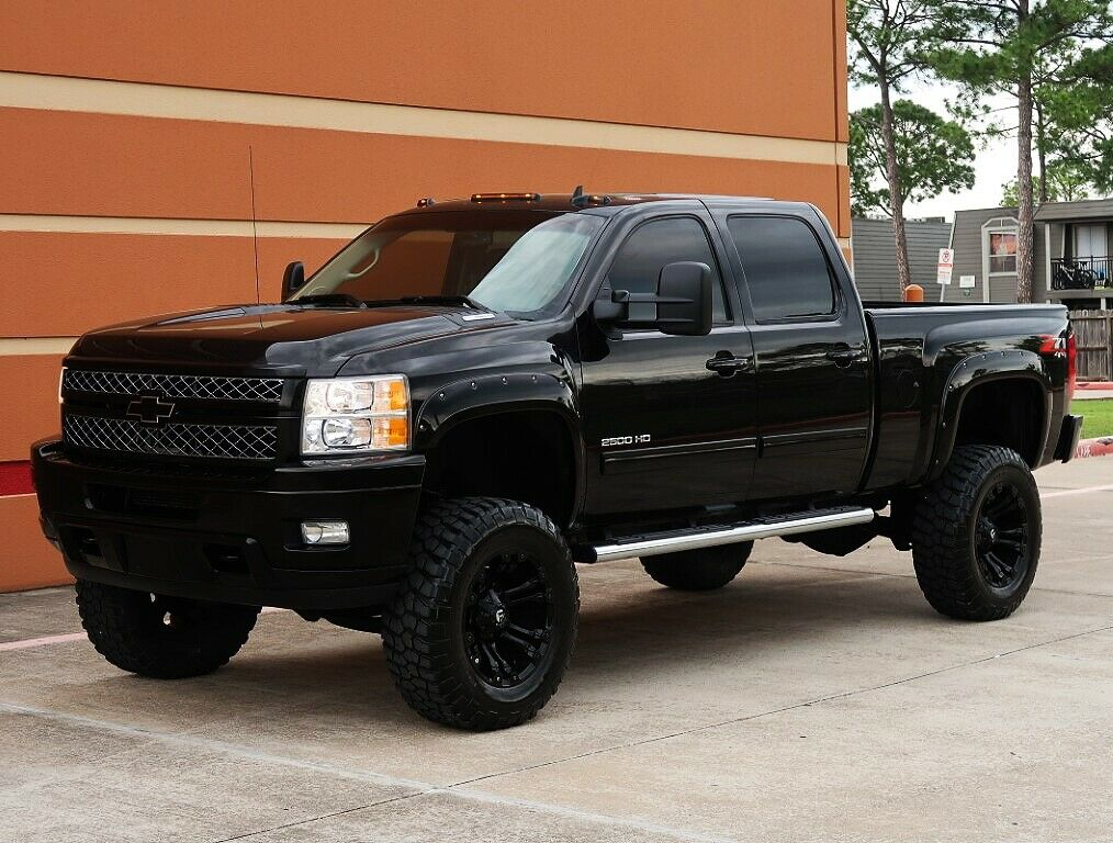 nice and clean  2013 Chevrolet Silverado 2500 LTZ pickup lifted